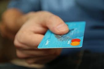 Pagando con tarjeta bancaria